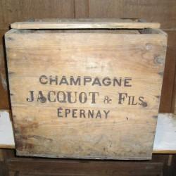 Caisse en bois ancienne Champagne Jacquot & fils à Epernay