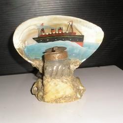 Encrier ancien en coquillage, bateau