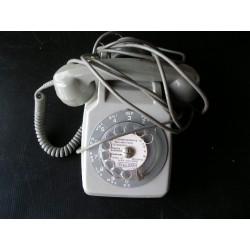 Téléphone ancien gris à cadran