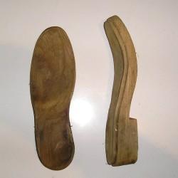 Semelles anciennes en bois, sabotier