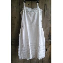 Robe - chemise ancienne blanche en dentelle