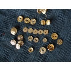 Lot de 32 boutons en métal doré
