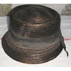 Chapeau ancien noir, en paille