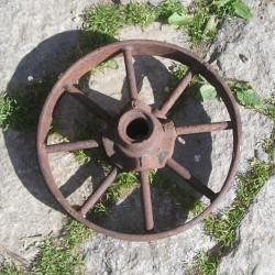 Roue ancienne en fer, matériel agricole ou déco