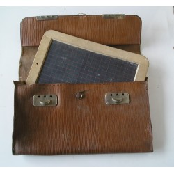 Sacoche en cuir avec ardoise ancienne