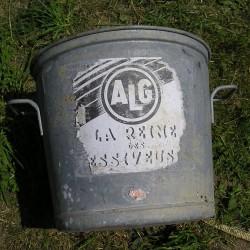 Lessiveuse ancienne avec étiquette
