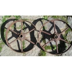 2 roues anciennes en fer,  35cm