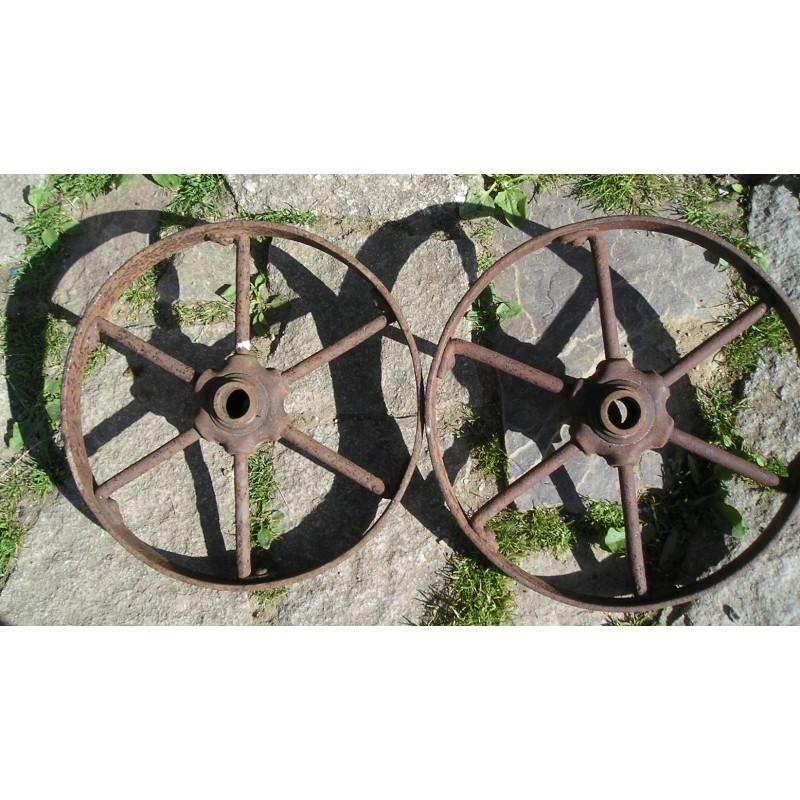 2 roues anciennes en fer 35cm broc23. Black Bedroom Furniture Sets. Home Design Ideas