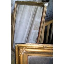 Grand miroir ancien en plâtre doré, à restaurer