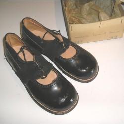 Chaussures anciennes enfant années 30 Rita de Limoges,
