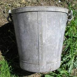 Seau en zinc, ancien