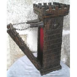 Jouet ancien, Tour de chateau fort en bois, avec pont levis fonctionne