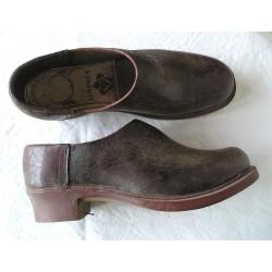Sabots cuir maron et bois, étiquette Limoges