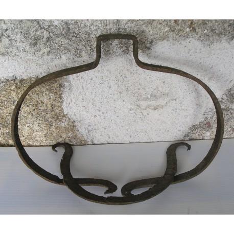 Ancien porte chaudron