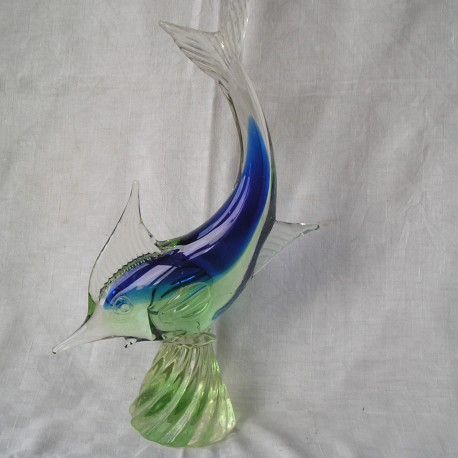 Poisson en verre bleu