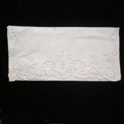 Porte serviette ancien brodé
