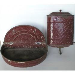 Fontaine émaillée rouge brique