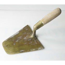 Truelle ancienne en bronze gravée PJ, platrier