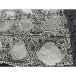 Nappe brodée et 12 serviettes, fait main 240x160cm