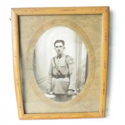 Cadre photo militaire, en bois Signé : Cartier Vincennes