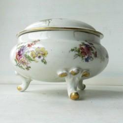 Bonbonnière ou boite à bijoux, tripode, porcelaine de Limoges