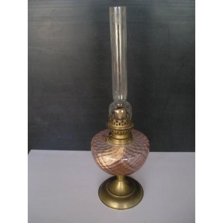 Lampe à pétrole rose et son verre en cristal