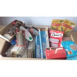 Matériel ancien de coiffure années 50-60, sortie magasin brosses, peignes, bandeaux, barrettes, épingles