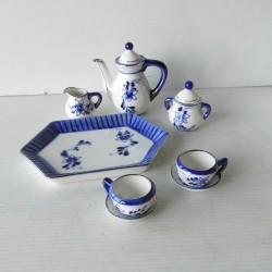 Service à thé en céramique, poupée