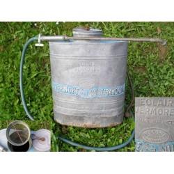 Pulvérisateur ancien en zinc