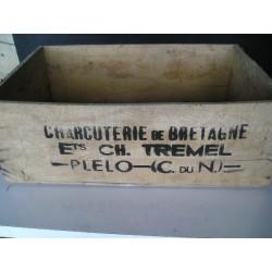 Caisse en bois ancienne : Charcuterie de Bretagne