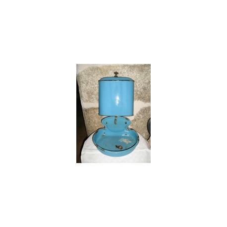 Fontaine émaillée bleue à réparer