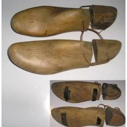 Embauchoirs-formes à chaussures, anciens, en 2 parties