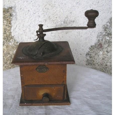 moulin caf ancien en bois broc23. Black Bedroom Furniture Sets. Home Design Ideas