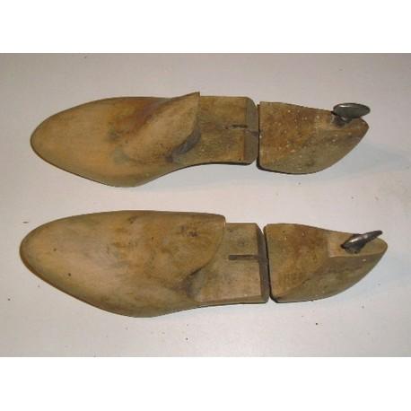 Formes à chaussures anciennes, articulées