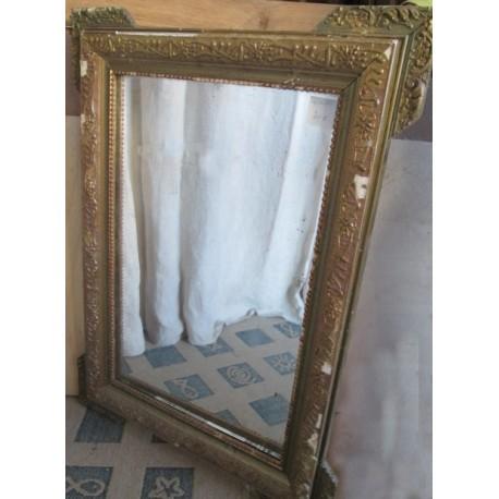Miroir ancien bois et platre doré , à restaurer