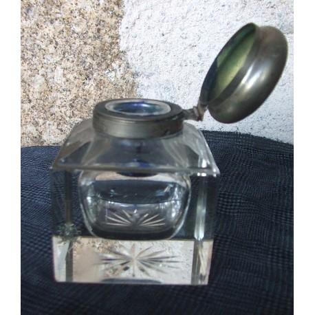 Ancien  encrier en verre épais