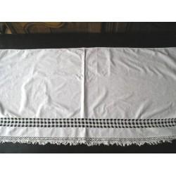 Tissu brodé, napperon ancien 1.24m