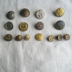 Lot de 15 boutons anciens, métalliques, motifs blasons